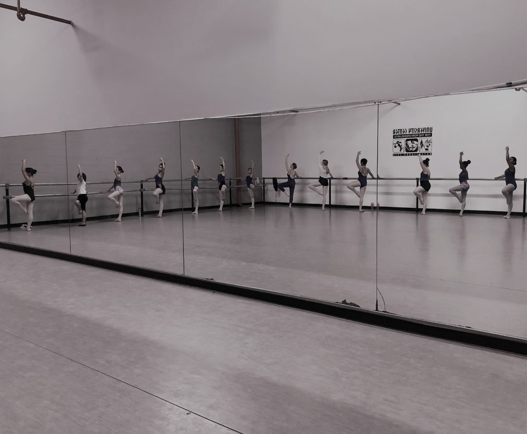 This image has an empty alt attribute; its file name is ballet-barre-full-class-studio-A-2-1-1024x844.jpg